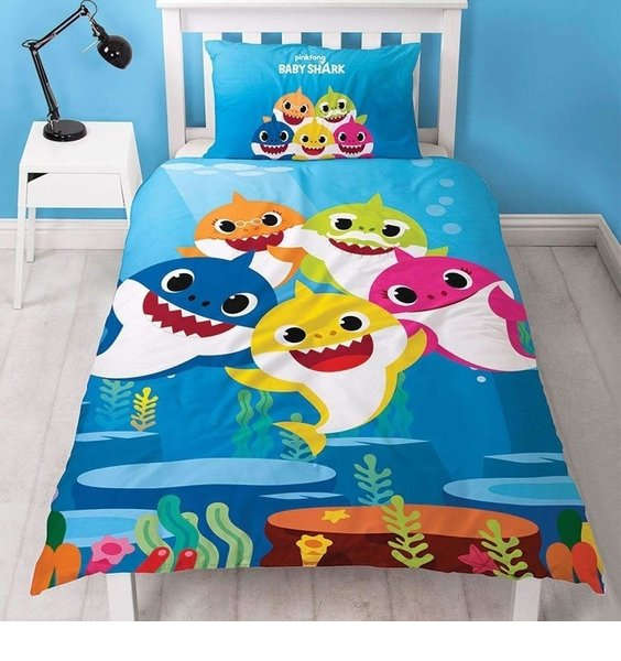 Brightly coloured, ocean blue Baby Shark Single Duvet with all the family. Reverse has smaller pattern.