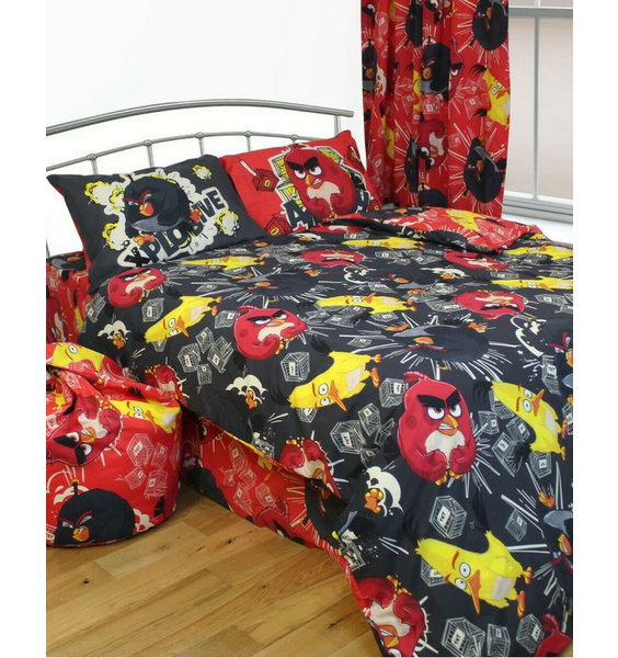 Black, red and yellow bedding sets with the Angry Birds - Red, Bomb and Chuck.