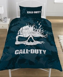 Call of Duty Single or Double Duvets. Dark splattered background with a white bursting skull centred.